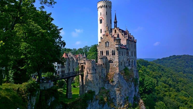 En slott i bergen fotografering för bildbyråer