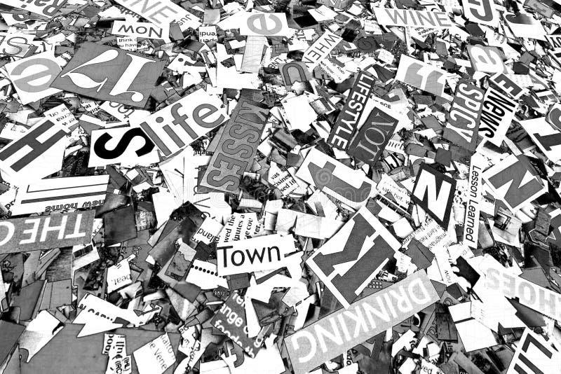 En slumpmässig hög på ord och bokstäver i tonad monokrom c arkivfoto