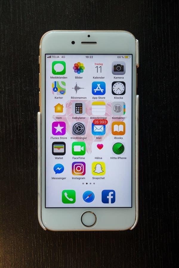 Download En Smartphoneskärm Med Många Applikationer Och Många Postar Redaktionell Bild - Bild av skärm, meddelande: 116735241