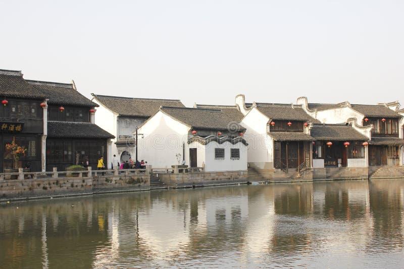 En solig dag av Yuehe den gamla gatan (Jiaxing, zhejiang, porslinet) royaltyfri foto