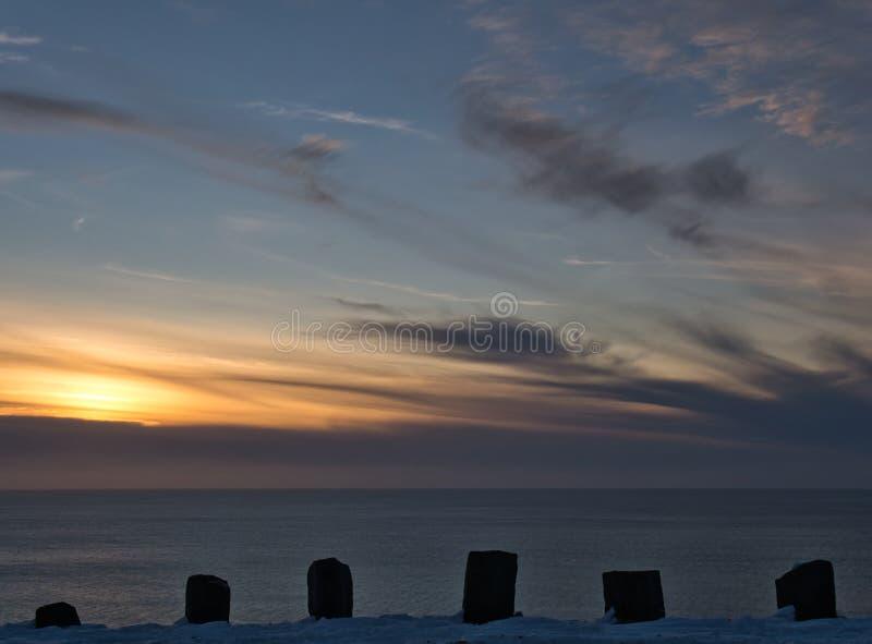 En solnedgång på norrkusten av Island fotografering för bildbyråer