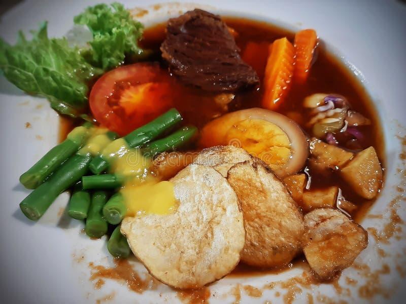 En sorts salladsmat från centrala Java Indonesia, nämligen Selat Solo arkivfoto