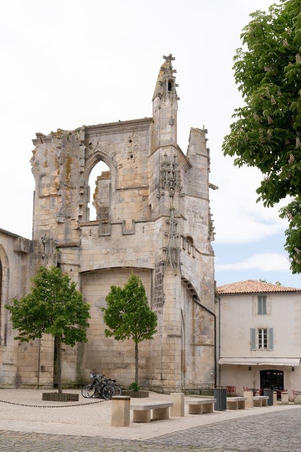 En St Martin Re - Ile de Re Новый Аквитания/Франция - 05 04 2019: mediaval церковь стоковые изображения rf