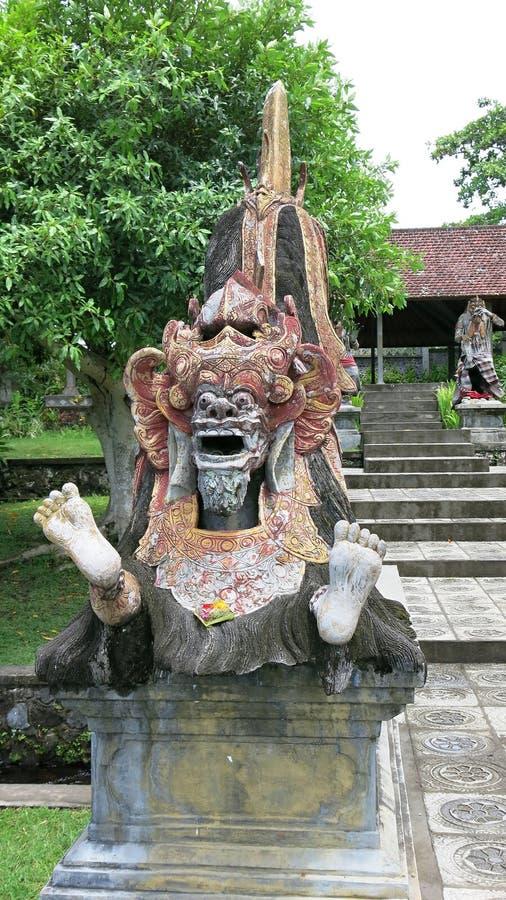 En staty av Barong som förkroppsligar bra och positiv energi på den Bali ön Hinduisk Balinesemytologiåtergivning i den kungliga t royaltyfria bilder