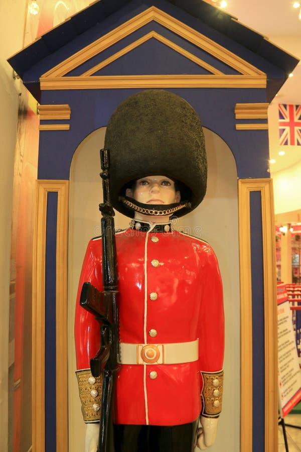 En staty av en England soldat med typisk kläder royaltyfri bild
