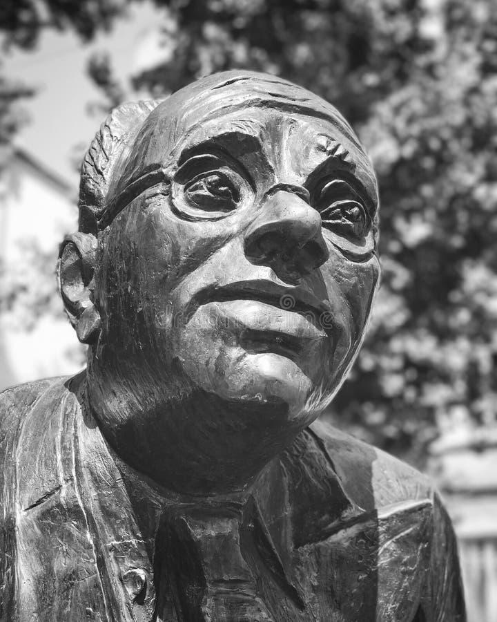 En staty av Isaac Babel i Odessa Ukraine arkivfoton