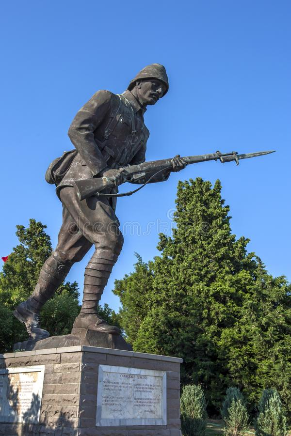 En staty av en turkisk soldat royaltyfri bild