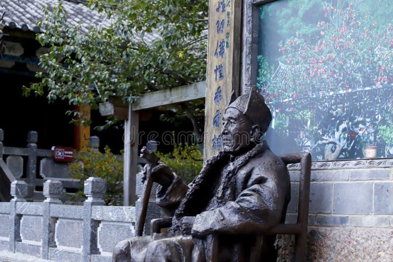 En staty inom templet av Jade Peak Yufengsi, Baisha by, Lijiang, Yunnan, Kina arkivbild