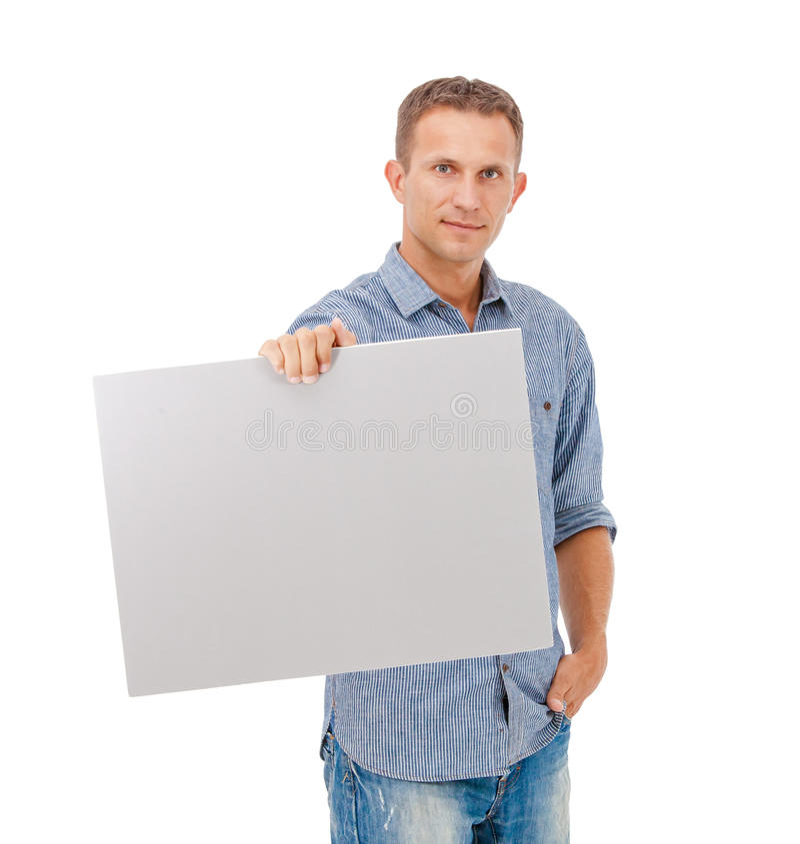 En stilig ung man som rymmer ett plakat royaltyfri bild