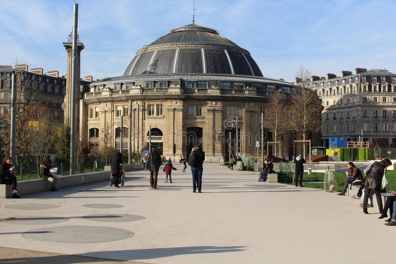 En stor europeisk byggnad arkivbild