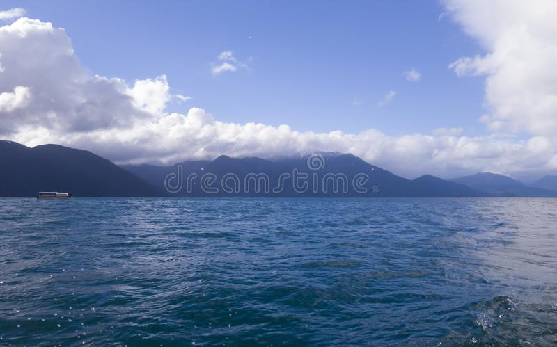 En stor och blå lagun arkivfoton