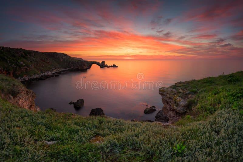 En storartad seascape på soluppgång royaltyfri fotografi