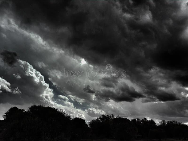 En storm är annalkande royaltyfria bilder