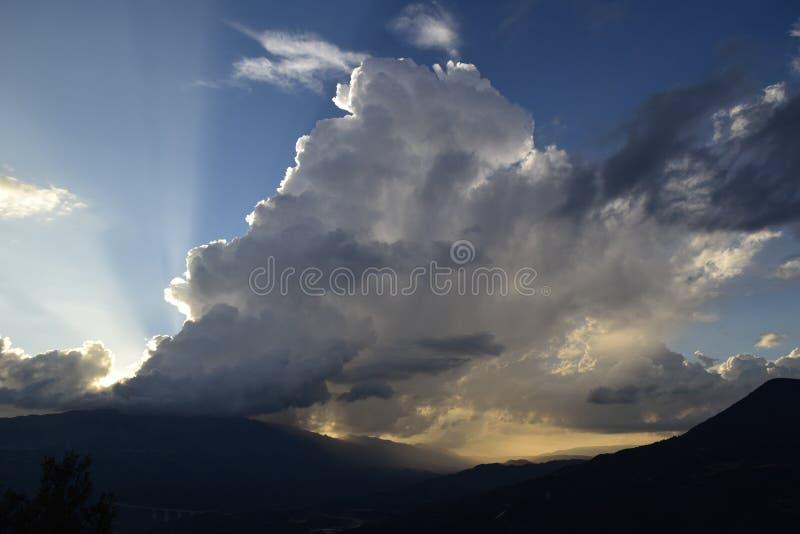 En storm på bergen, arkivfoton