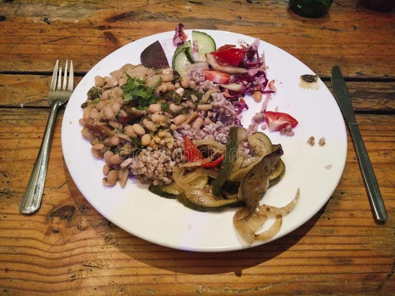 en strikt vegetarianmat i en restaurang royaltyfria foton