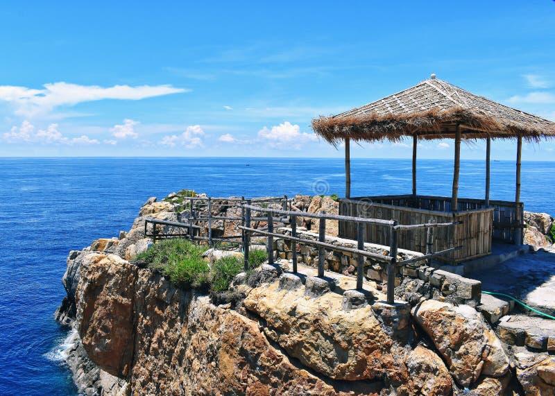 En stuga vid havet arkivbilder