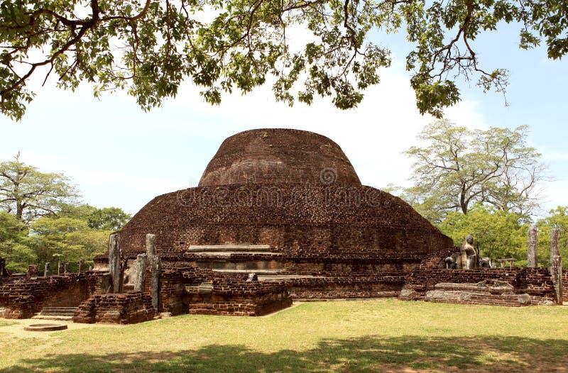 En Stupa i Polonnaruwa, Sri Lanka arkivbilder