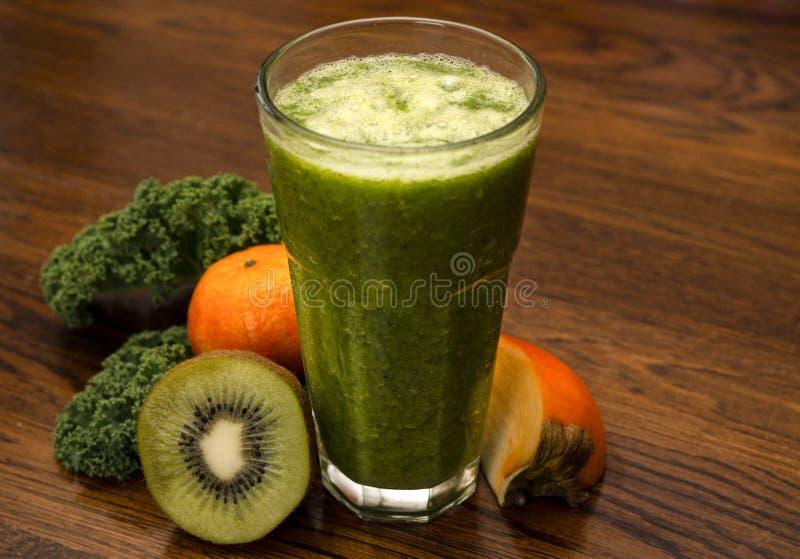 En sund grön coctail arkivbild