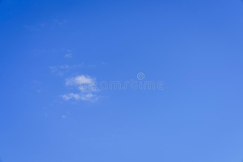 En täckning för blå himmel royaltyfri foto