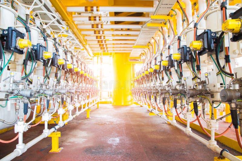 En-tête actionné de robinet à tournant sphérique à la plate-forme d'extérieur de pétrole marin et de gaz images libres de droits