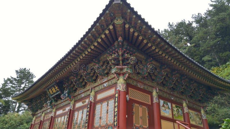 En tempel överst av ett berg royaltyfri foto