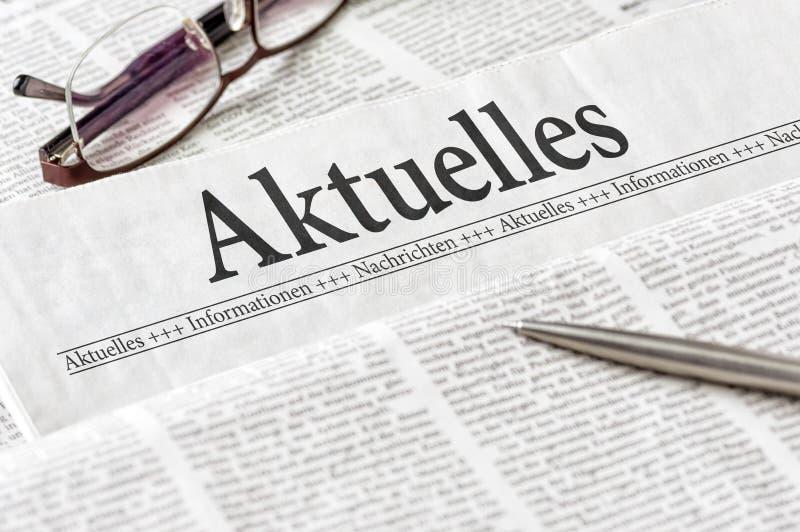 En tidning med Aktuelles för tysk rubrik den senaste nyheterna royaltyfri fotografi