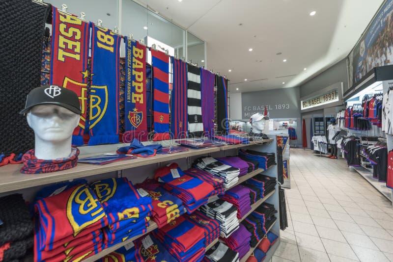 En tienda de la fan del FC Basel fotos de archivo