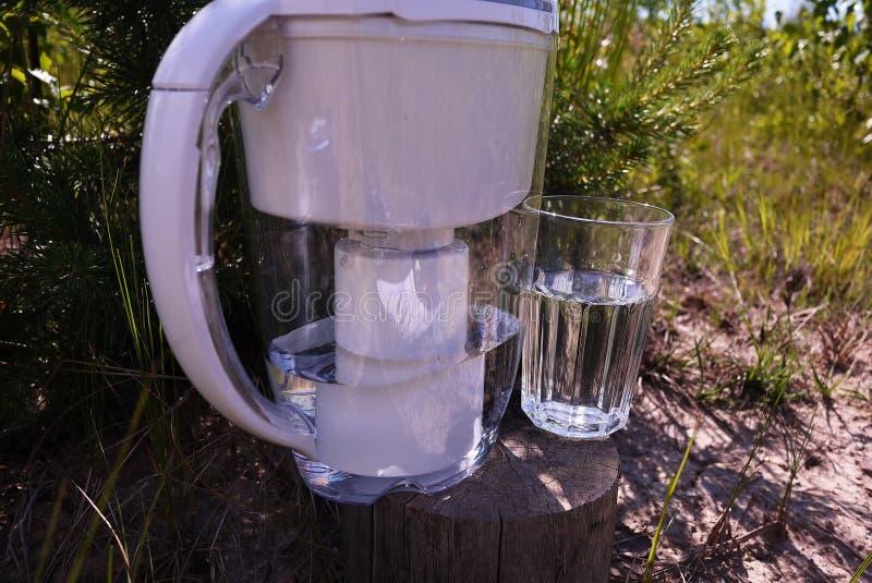 En tillbringare för rening av klappvatten Detaljer och n?rbild royaltyfri fotografi