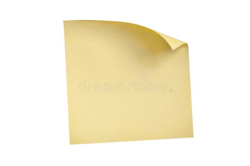 En tom fyrkantig gul klistermärke med det krökta hörnet som isoleras på vit bakgrund fotografering för bildbyråer