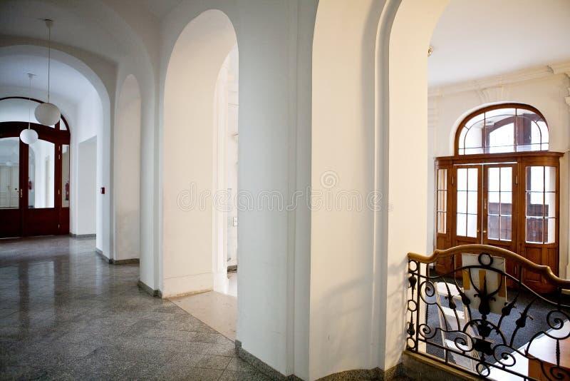 En tom korridor royaltyfri bild
