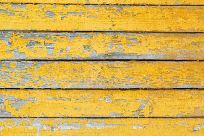 En trätextur med skrapor och sprickor arkivbild