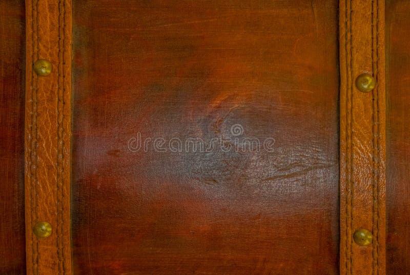 En träyttersida med läderremmar som en mässing spikar med utrymme för kopia i mitt arkivbild