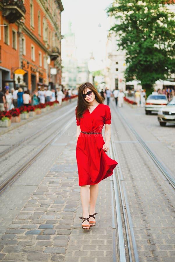 En trevlig flicka i röda dres royaltyfria foton