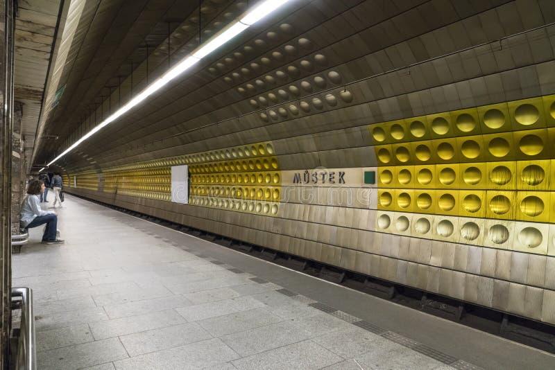 En tunnelbanastation i Prague fotografering för bildbyråer