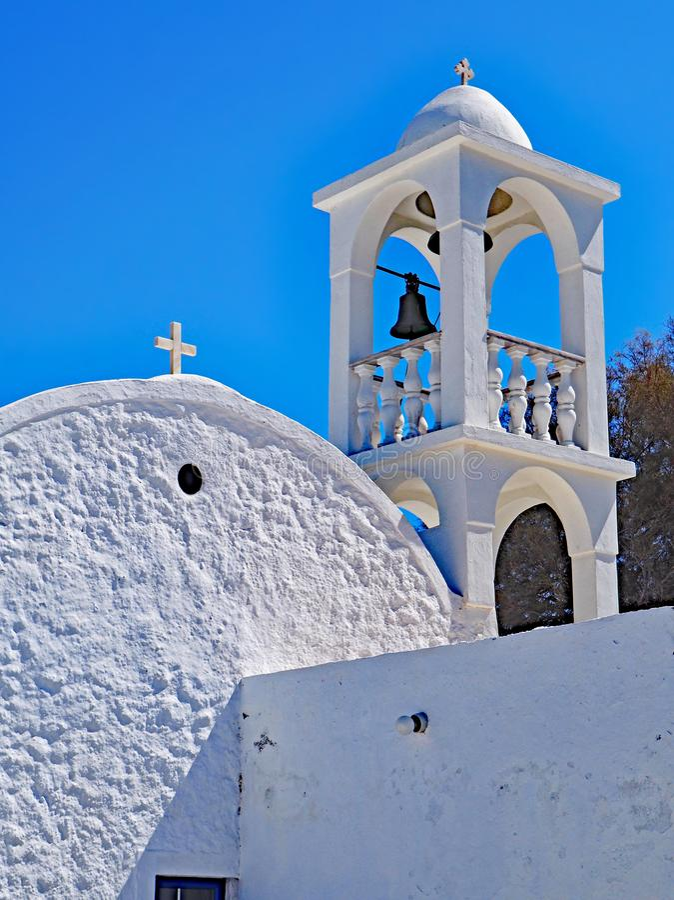 En typisk grekisk kyrka på ön av Milos arkivbilder