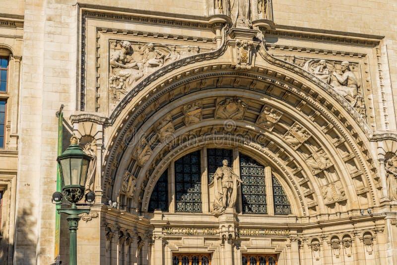 En typisk sikt i Kensington i London arkivbilder
