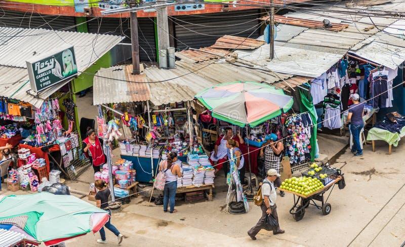 En typisk sikt i San Salvador, El Salvador royaltyfri foto