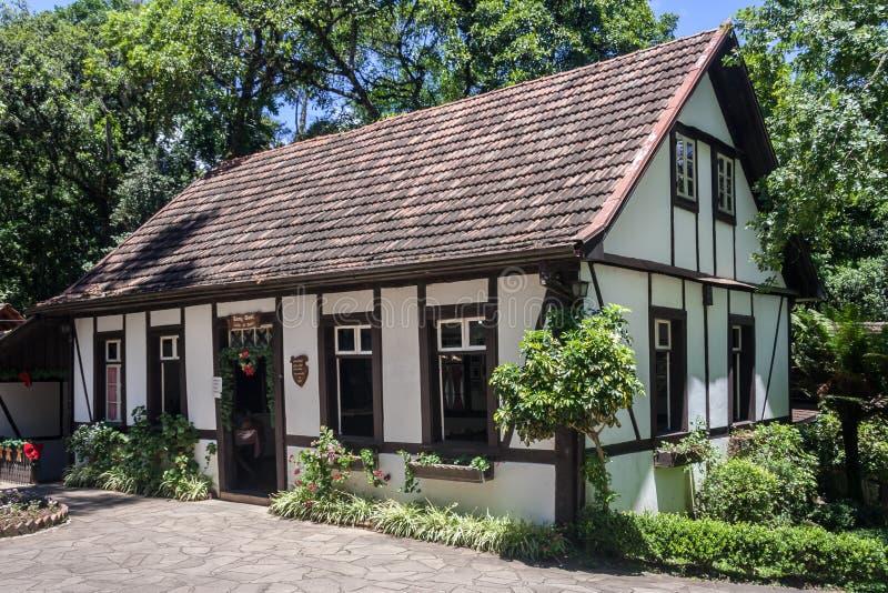 Typisk tyskt hus i Brasilien royaltyfria bilder