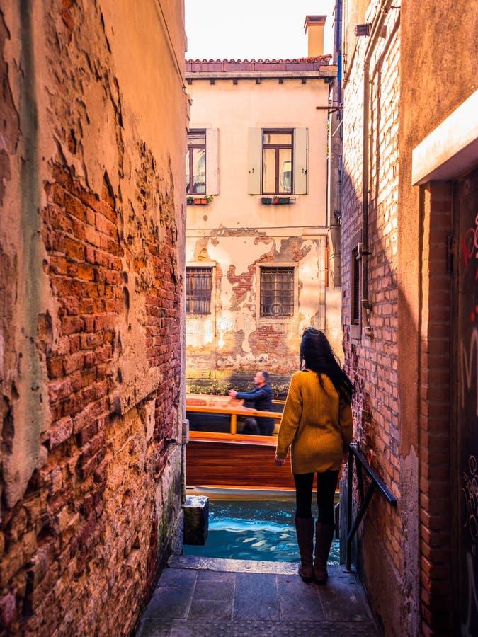En un callejón de Venecia 4 imagenes de archivo