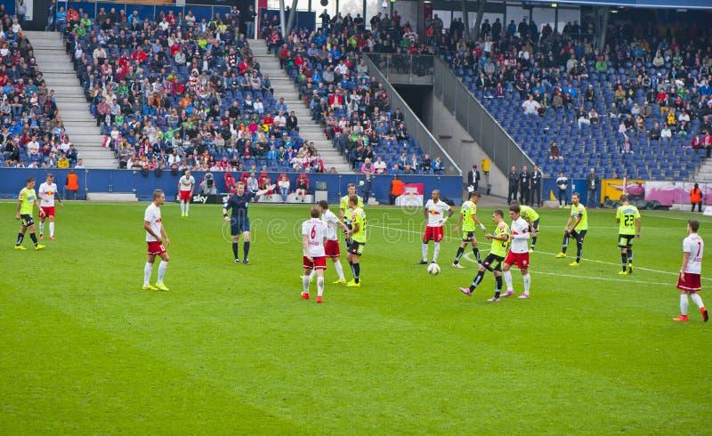 En un partido de fútbol imagenes de archivo