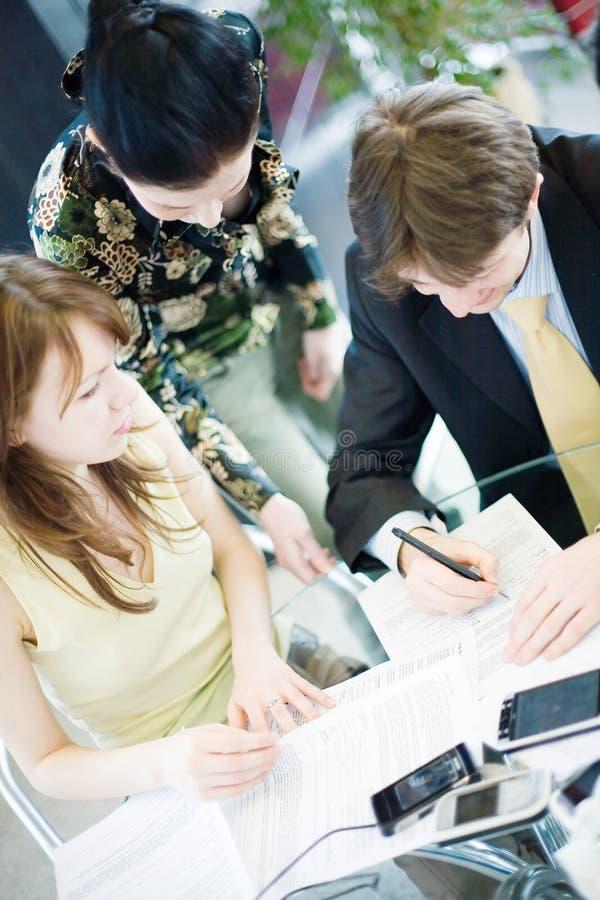 En una reunión imagen de archivo libre de regalías