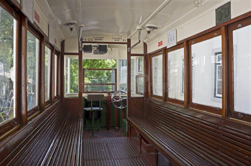 En una tranvía vieja en Lisboa en Portugal fotos de archivo libres de regalías