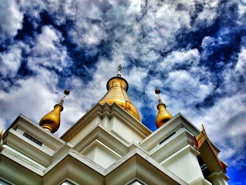 En underbar sikt av molnig himmel royaltyfri foto
