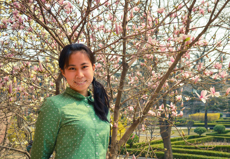 En ung Asien flicka royaltyfria foton