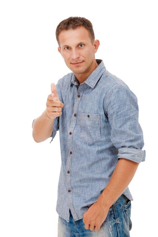En ung man som pekar på något och att skratta royaltyfri fotografi