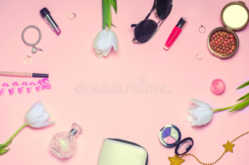 En uppsättning av kvinnliga skönhetsmedel, mode, stil, tillbehör, glamour, royaltyfri fotografi