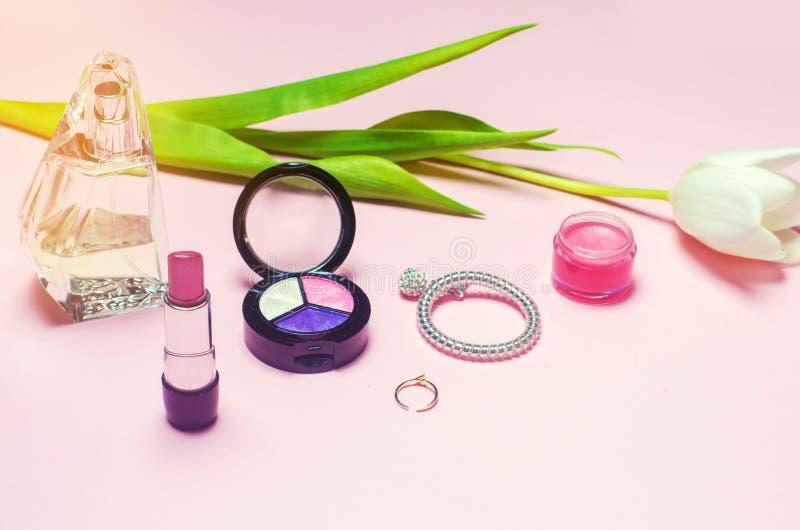 En uppsättning av kvinnliga skönhetsmedel, mode, stil, tillbehör, glamour, elegans arkivfoton
