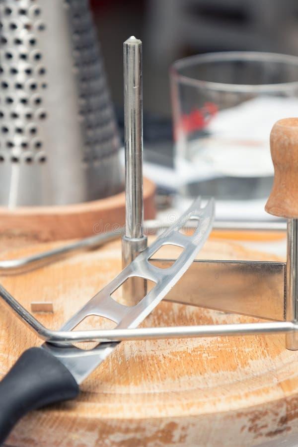 En uppsättning av ostkniven royaltyfri foto
