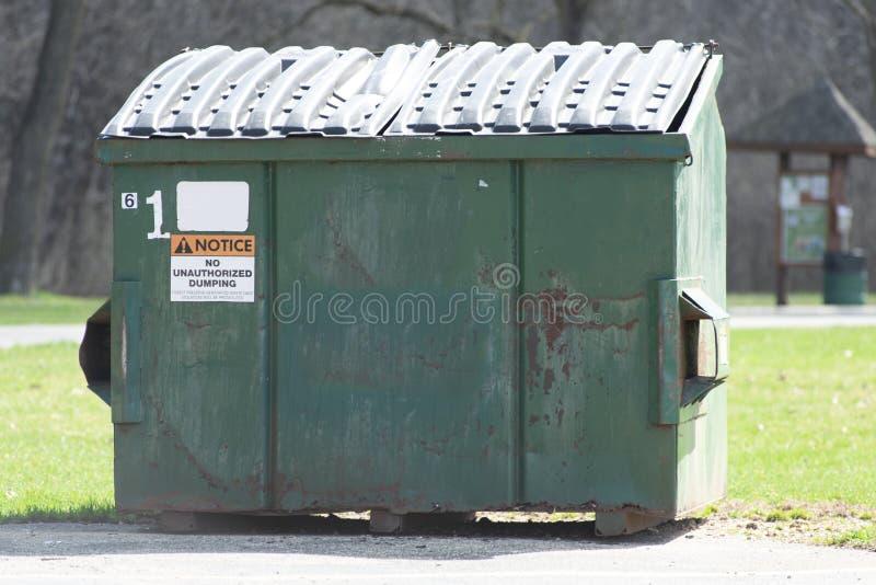 En uthyrnings- dumpster arkivfoto
