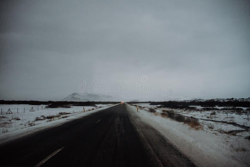 En väg i Island arkivfoton